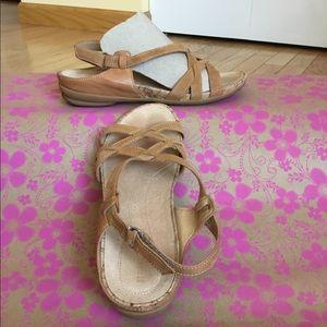 Naturalizer genuine leather sandals